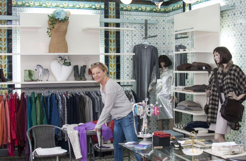 """d6a1e077eb7a5 Elisabeth Schnaitmann betreibt das Second-Hand-Geschäft """"Rosenrot"""" im  Stuttgarter Westen."""