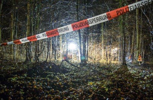 Lebensgefährlich verletzte Frau im Wald im gefunden