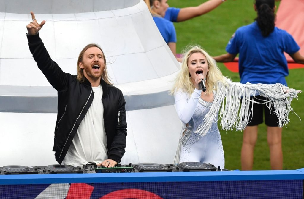 Fußball Em Finale Zara Larssons Stilbruch Im Stade De France