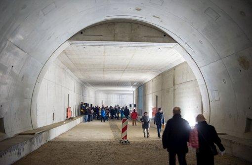 Zu Fuß durch den Tunnel