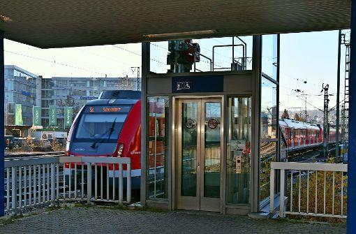 Bahn tauscht den Aufzug am S-Bahnhalt aus