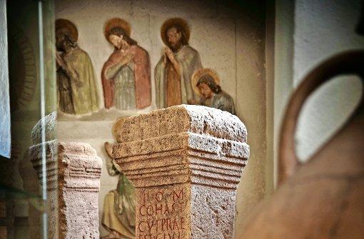 Steinerne Schutzgeister in der ehemaligen Kirche