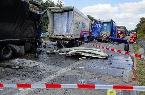 Lastwagen rast ungebremst in Stauende