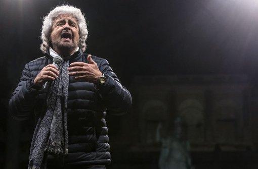 Beppe Grillo, Ex-Komiker und Gründer der Partei Movimento Cinque Stelle predigt Transparenz. Den Abgeordneten seiner Partei gehen die Maßnahmen nun aber etwas zu weit. Foto: ANSA