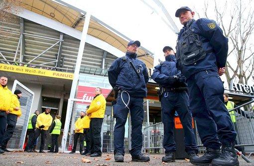 Stuttgarter Fans blockieren BVB-Bus