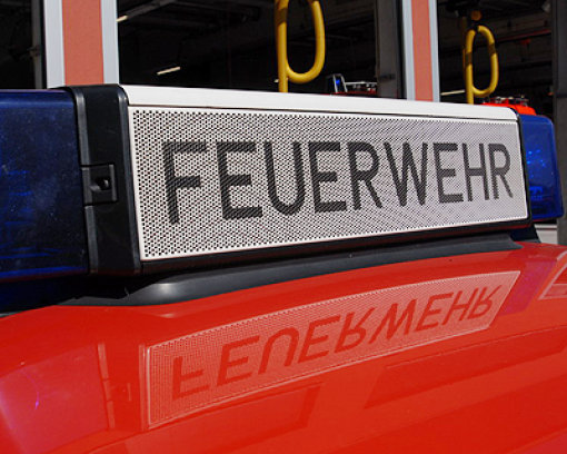 Eine 90-Jährige ist bei einem Brand an einem Seniorenstift in Karlsruhe gestorben. Zwei 76 und 81 Jahre alte Bewohnerinnen des Hauses kamen mit Rauchvergiftungen ins Krankenhaus (Symbolbild). Foto: Leserfoto: vfbfanwelt