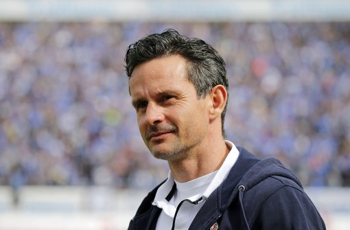 Trainer Dirk Schuster bittet um sofortige Freigabe