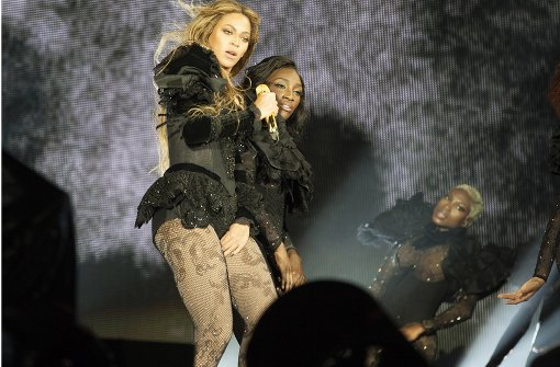 US-Sängerin zeigt jede Menge Bein