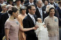 Gruppenbild mit stolzer Großmutter: Königin Silvia... Foto: dpa