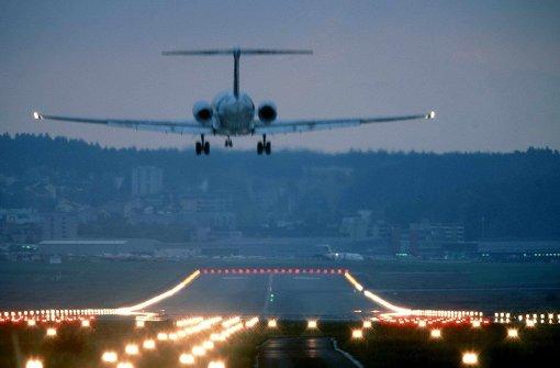 Flugzeug landet mit zwölf Verletzten