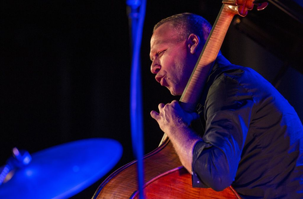 jazzfestival in esslingen startet bassist avishai cohen bringt tradition ins spiel kultur. Black Bedroom Furniture Sets. Home Design Ideas
