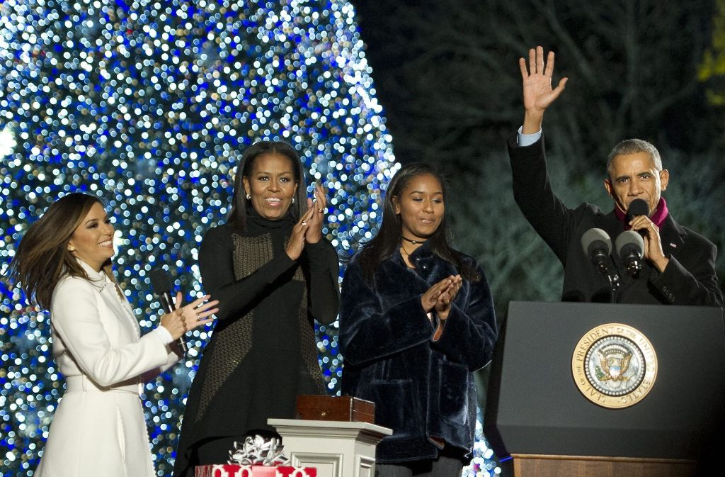 letztes weihnachtsbaum ritual im wei en haus obama. Black Bedroom Furniture Sets. Home Design Ideas
