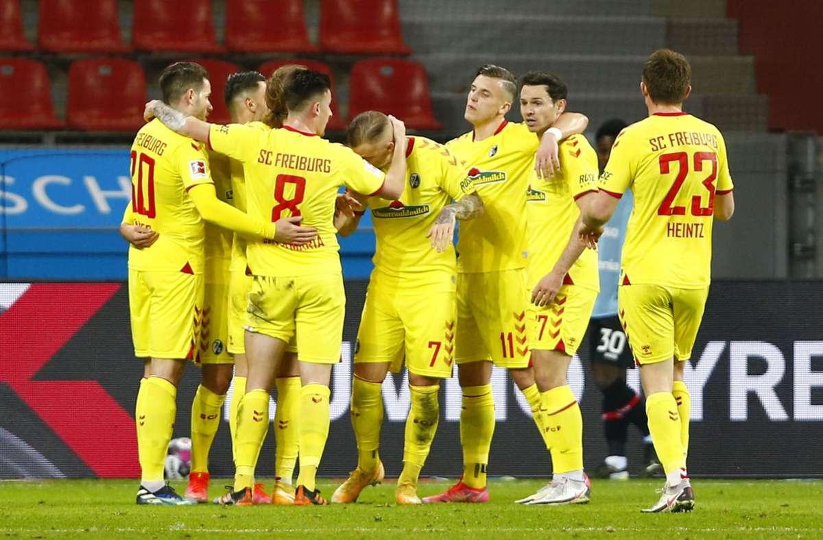 1. Bundesliga: Freiburg rutscht auf Platz acht, Leverkusen immer tiefer in  die Krise - Fußball - Stuttgarter Nachrichten