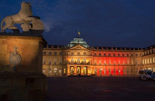 Zeichen der Anteilnahme: Das Stuttgarter Neue Schloss in den Farben Belgiens. Foto: dpa