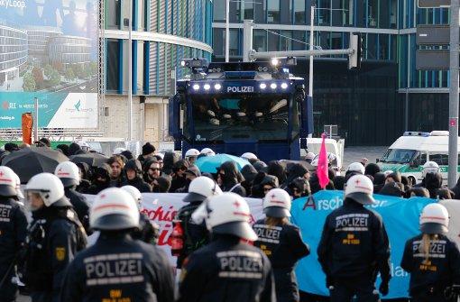Polizei geht gegen Protestler vor