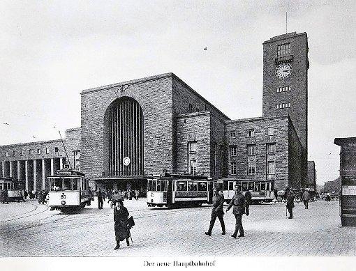 Der Bahnhofsturm in den 1920er Jahren - noch ohne Stern Foto: Sammlung Udo Becker