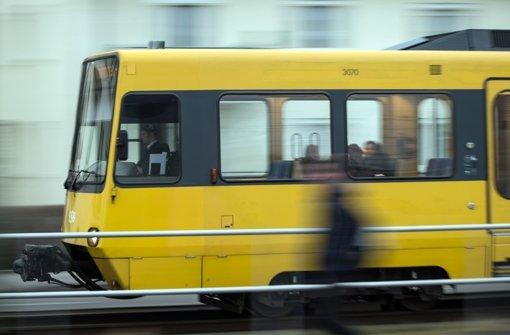 77-Jährige von Stadtbahn erfasst