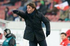 Bruno Labbadia war nicht zufrieden mit dem Remis seines VfB gegen Nürnberg. Foto: dpa