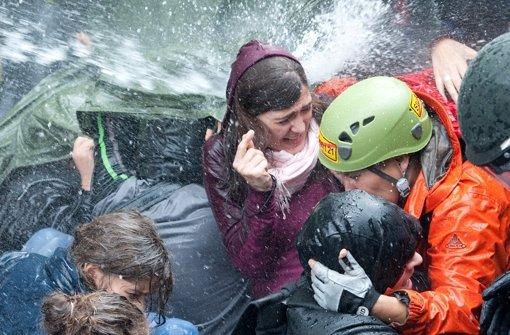 """Beim sogenannten """"Schwarzen Donnerstag"""" wurden Stuttgart-21-Gegner im Jahr 2010 von der Polizei mit Schlagstöcken, Wasserwerfern und Pfefferspray traktiert. Foto: dpa"""