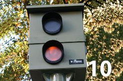 bPlatz 10:/b 3344 Mal (bis einschließlich 30. September 2012) blitzte es an den beiden stationären Blitzanlagen, die an der bBundesstraße 10/b in bWangen/b stehen und die Luftreinhaltung sicherstellen sollen. Zum Vergleich: Im ganzen Jahr 2011 wurde es hier 6133 Mal hell. a href=https://maps.google.de/maps?q=Wangen,+Stuttgart&hl=de&ll=48.769202,9.247742&spn=0.04339,0.077162&sll=48.779209,9.177215&sspn=0.347045,0.617294&oq=stuttgart-wangen&t=h&hnear=Wangen+Stuttgart&z=14&layer=c&cbll=48.773161,9.24807&panoid=qavy7vB4aYaBe5k3YrSwBA&cbp=12,0,,0,0 target=_blankDie blitzgefährliche Strecke bei Google Maps/a Foto: Leserfotograf haby/Bearbeitung: SIR
