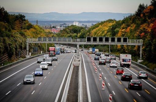 Die A8 bei Leonberg: Künftig wird eine vierte Spur vom Kreuz Stuttgart bis zum Engelbergtunnel Foto: Leif Piechowski