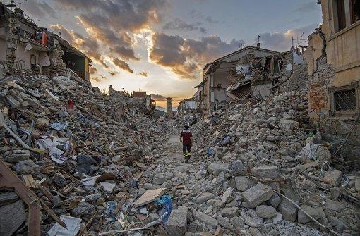 Starkes Erdbeben erschüttert Mittelitalien