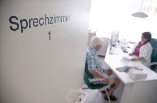 Als Patient sollte man nicht jede Pille, die der Arzt verschreibt, unkritisch schlucken Foto: dpa