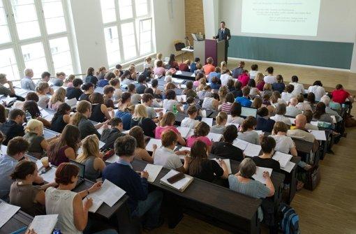 Hier sitzt bald auch ein 14-jähriger Student und büffelt Chemie Foto: dpa