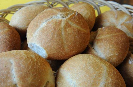 """Mit Eiern belegt, schmecken sie auch sehr gut. Egal ob man sie """"Eierweckle"""" oder """"Schnitteischribbe"""" nennt. Foto: dpa"""