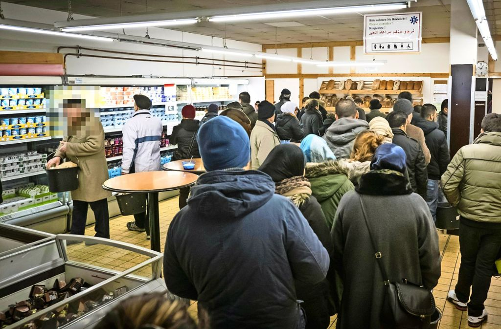 Tafelladen In Stuttgart Wenig Verstandnis Fur Essener Warteliste