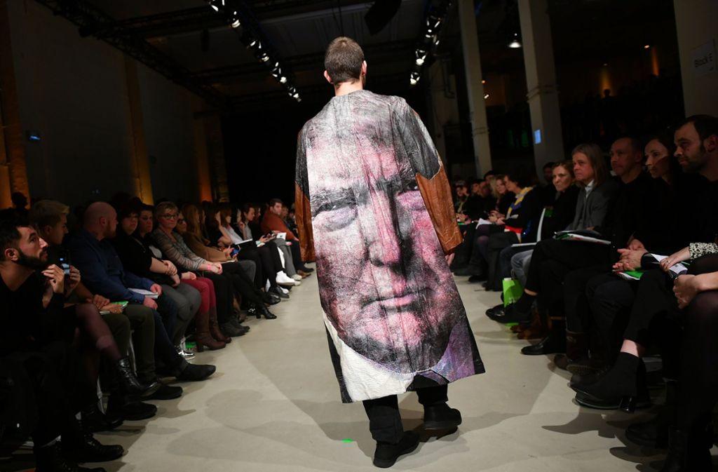 2f253ef57c5153 Ein schräger Auftritt  Bei der Fashion Week in Berlin hatte sogar  US-Präsident Donald