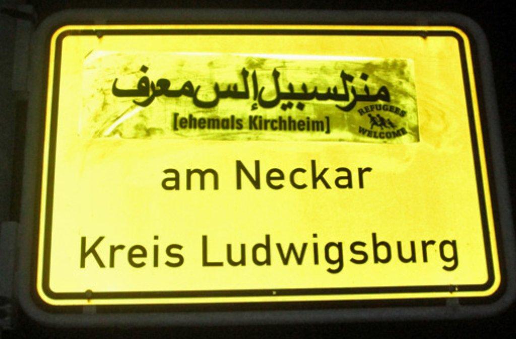 ortsschilder im raum ludwigsburg ortsnamen auf arabisch auf schilder geklebt landkreis. Black Bedroom Furniture Sets. Home Design Ideas