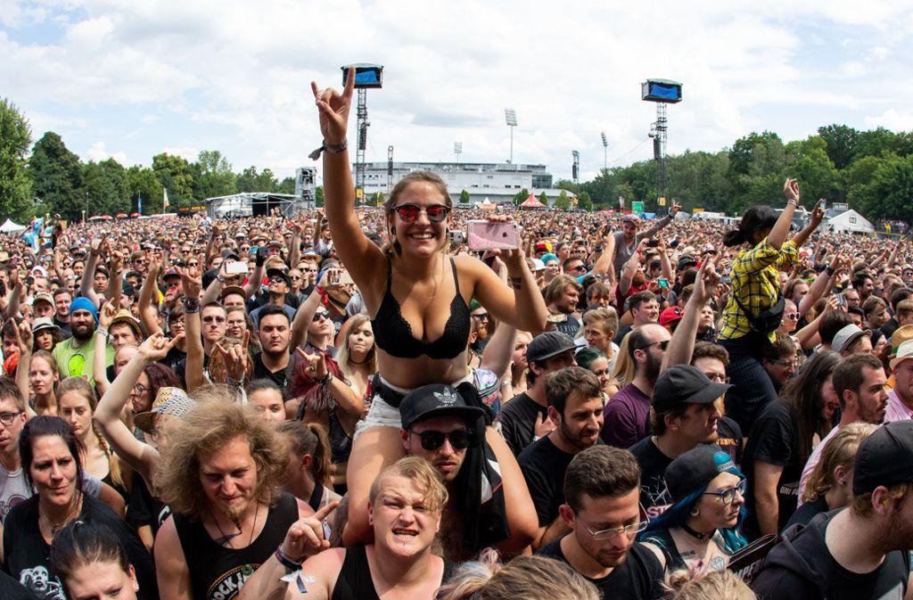 """Festivals: Fans feiern bei """"Rock am Ring und """"Rock im"""