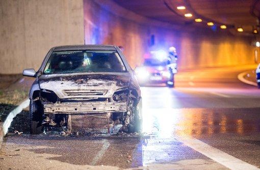 Opel brennt im Leutenbachtunnel komplett aus