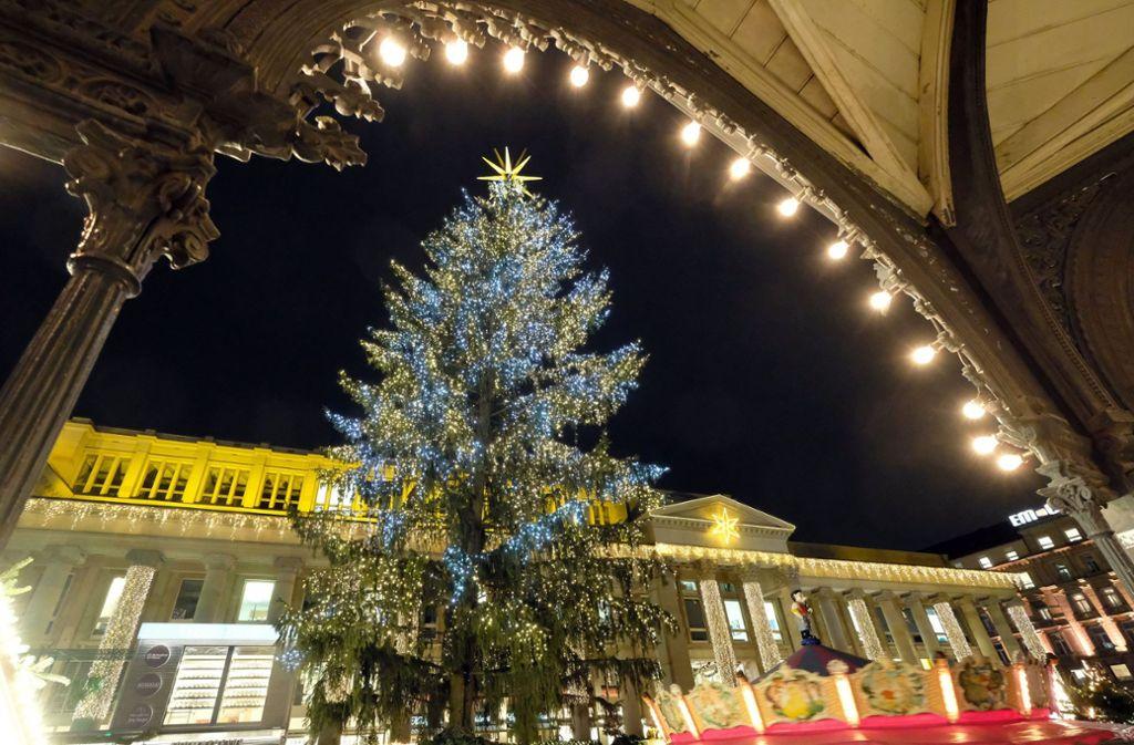 Weihnachtsbaum Ab Wann.Stuttgarter Weihnachtsbaum Steht Ab Mittwoch Weihnachtsbaum War Zu
