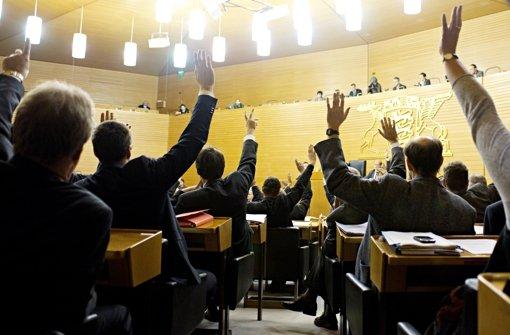 Grüne und SPD wollen sich an diesem Mittwoch im Landtag bei der Wahl des CDU-Abgeordneten Klaus Herrmann zum neuen Vorsitzenden für den EnBW-Untersuchungsausschuss enthalten. Foto: dpa