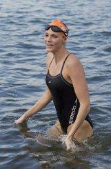 Mit 18 Jahren gewinnt Charlene die südafrikanischen Meisterschaften, mit der Staffel wird sie bei den Olympischen Spielen in Sydney 2000 Fünfte. Ein Schwimmwettbewerb ist es auch, der die Südafrikanerin 2001 ins kleine europäische Fürstentum Monaco führt. Foto: dpa