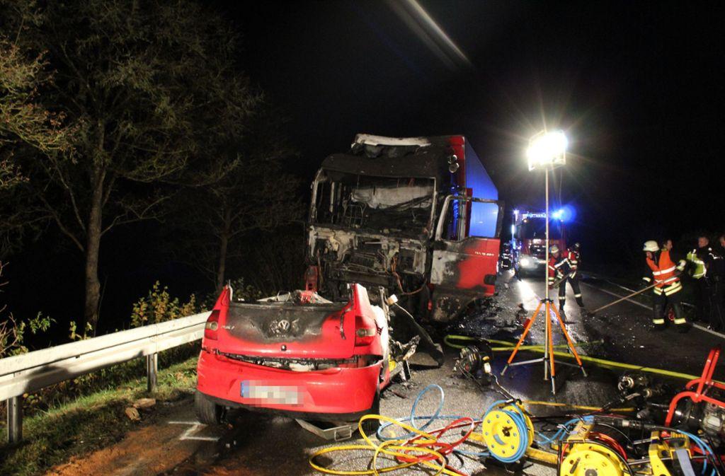 B463 bei Haigerloch - Autofahrerin stirbt nach Frontalzusammenstoß mit Lkw - Stuttgarter Nachrichten
