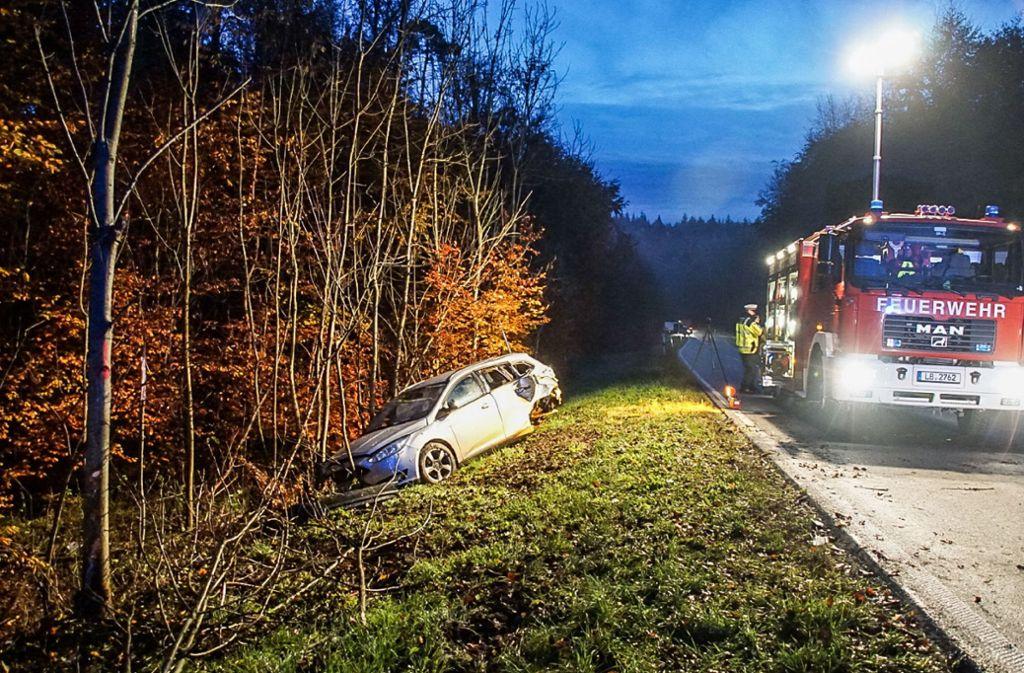 Unfälle bei Rutesheim - Zwei Autos prallen gegen Baum – ein Schwerletzter - Stuttgarter Nachrichten