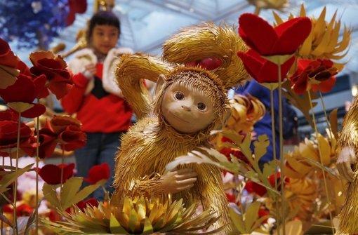 Menschen feiern das Jahr des Affen