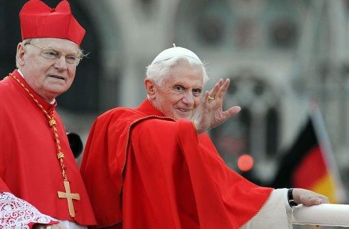 """Oft genannt wird der Mailänder Erzbischof Angelo Scola. Der 71-Jährige aus der Lombardei ist ein geschätzter Theologe und vor allem auch ein Mann des interreligiösen Dialogs. Scola steht dem scheidenden Papst Benedikt nahe, der ihn zum Erzbischof im wichtigen Erzbistum Mailand machte. Der Italiener galt bereits 2005 als """"papabile"""" (papsttauglich), als dann Joseph Ratzinger zum Kirchenoberhaupt gewählt wurde. Als Erzbischof hat Scola wohl noch größere Chancen. Foto: dpa"""