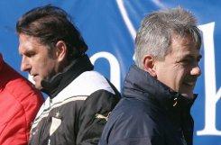 """Präsident Gerd Mäuser (rechts) ist """"extrem guter Dinge"""", dass sich der VfB Stuttgart im Vertragspoker mit Bruno Labbadia (links) einigt. Die Frage ist, wie weit der Trainer bereit ist, den Jugendkurs mitzutragen. Foto: Pressefoto Baumann"""