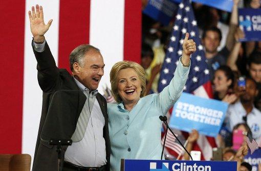 Clinton und Vizekandidat Kaine debütieren auf Bühne