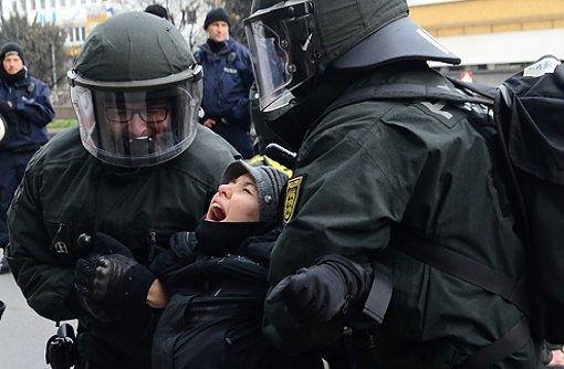 Bei den Demonstrationen für und gegen den Bildungsplan kam es auch zu Auseinandersetzungen zwischen Polizei und Demonstranten. Foto: www.7aktuell.de
