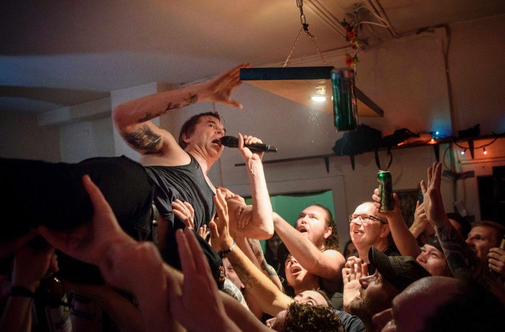 Wohnzimmer Tour Der Toten Hosen Exzessives Rockkonzert Auf Nur 35 Quadratmetern