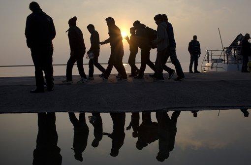 Flüchtlinge kommen am Montag auf der Insel Lesbos an. Foto: AP