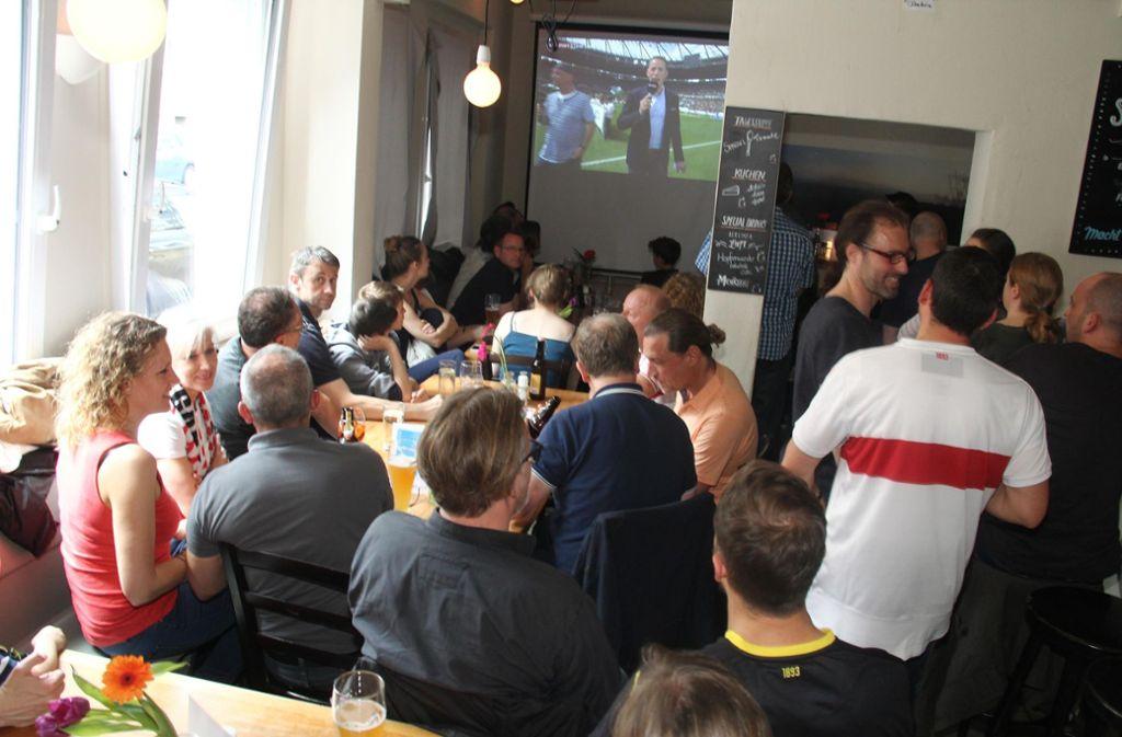 VfB Fans In Der Stuttgarter Kneipe Sutsche Stuttgarter