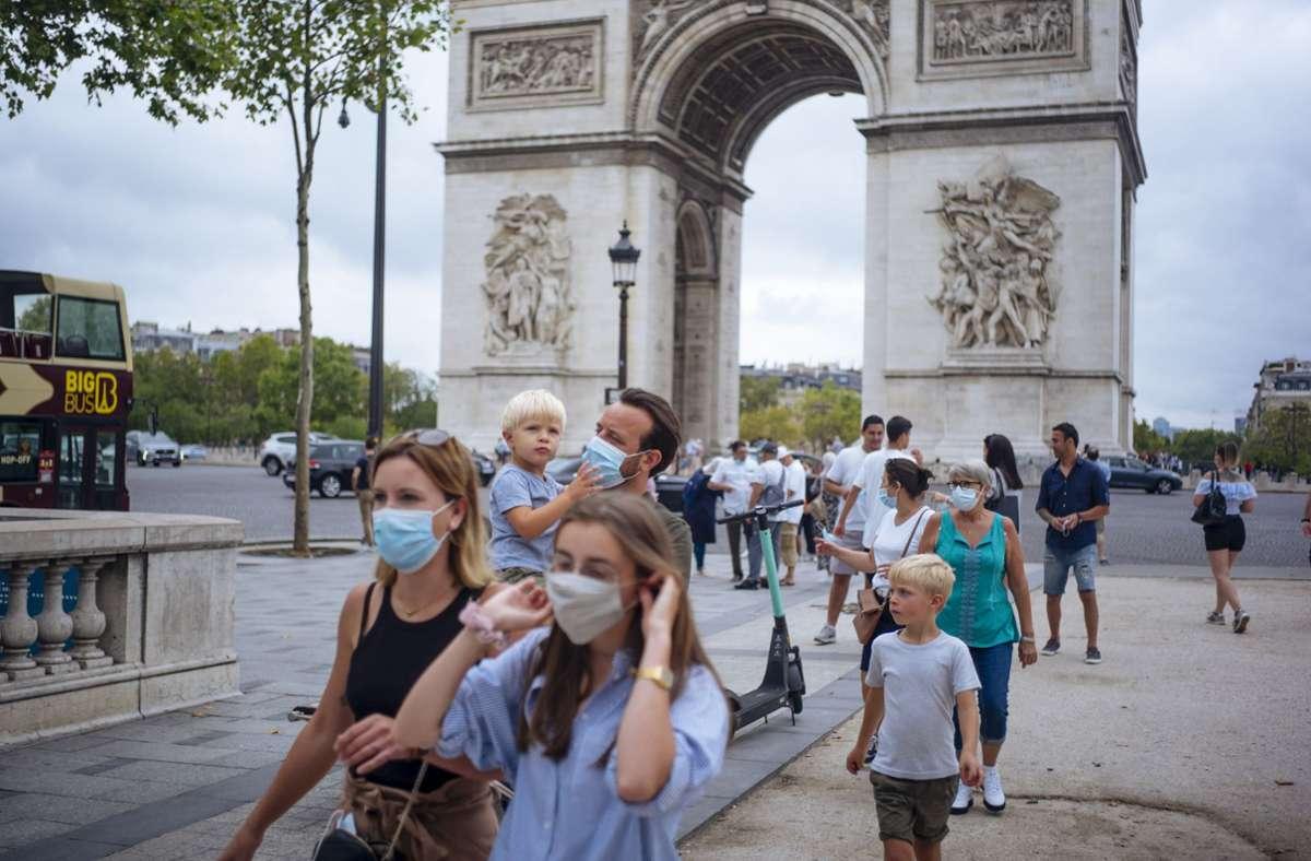 Corona-Pandemie: Paris und Côte d'Azur sind Risikogebiete | BR24