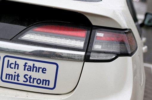 Elektroautos ohne Kabel und Stecker aufladen
