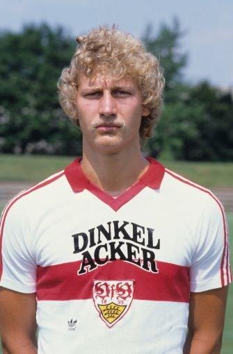 ... wurde der VfB Stuttgart auf ihn aufmerksam und so begann im Jahr 1983 die Bundesligalaufbahn des damals 22-Jährigen – und gleich im ersten Jahr sehr erfolgreich: Buchwald ...br  Foto: Pressefoto Baumann